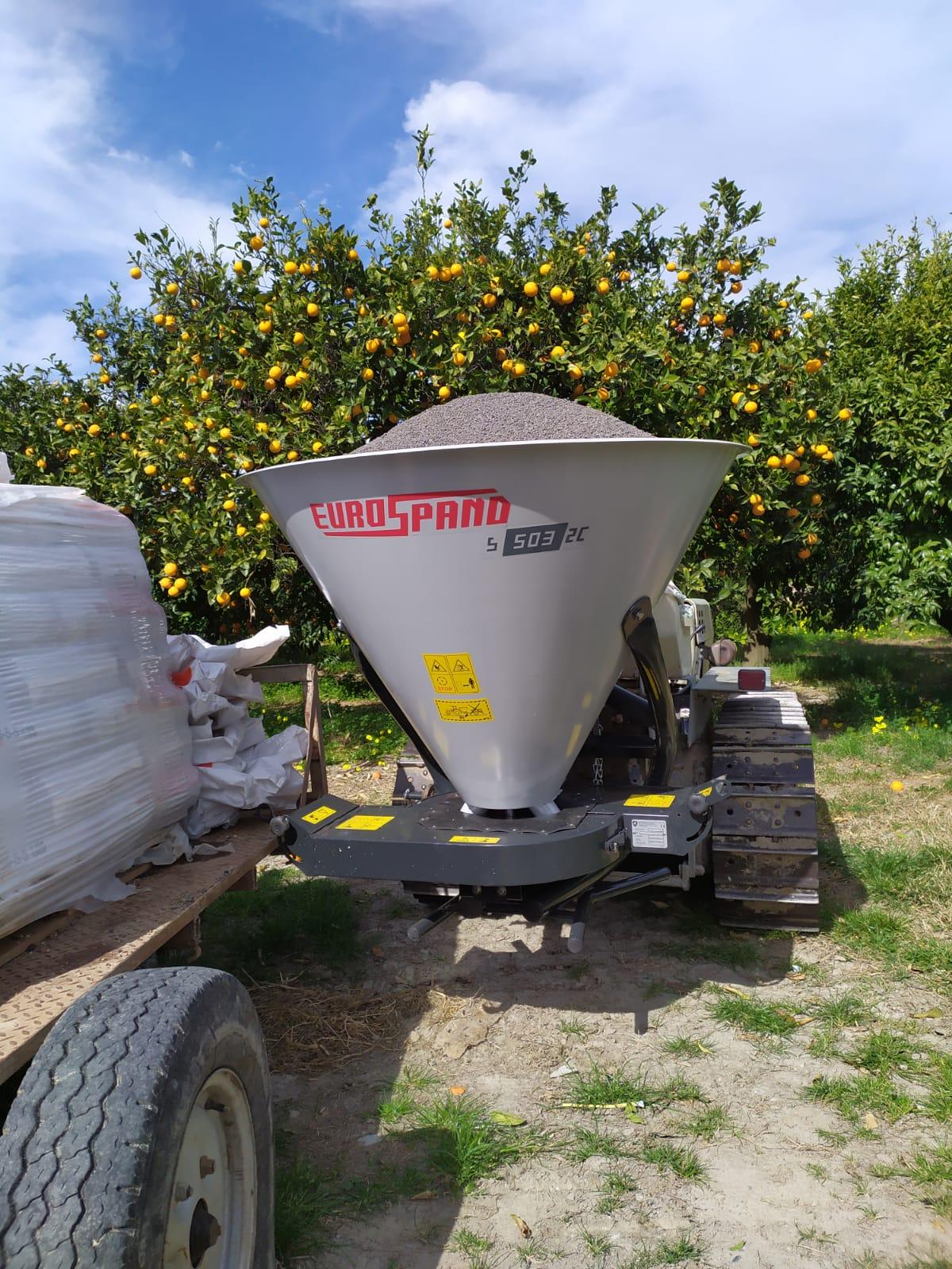 fertilizer spreader for citrus orchards